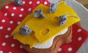Beschuit met kaas en muisjes