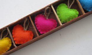 Gekleurde hartjes in doosje